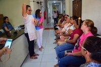 Ação educativa na Câmara orienta sobre câncer de mama