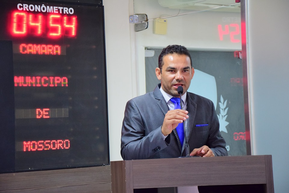 Alex do Frango aborda fiscalização no trânsito e obra na estrada da Lagoinha