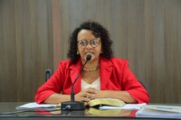 Aline Couto denuncia descontrole na distribuição do leite