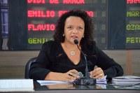 Aline Couto pede conclusão de limpeza no bairro Paredões