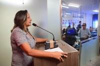 Aline Couto questiona organização do Programa do Leite em Mossoró