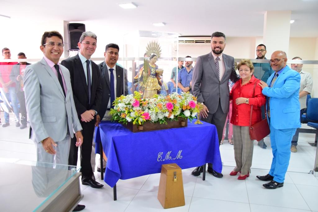Câmara Municipal de Mossoró recebe visita de Santa Luzia
