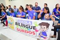 Escola bilíngue para surdos é destaque na Tribuna Popular