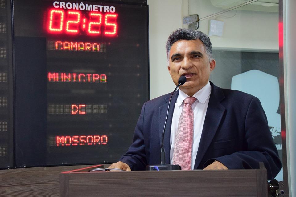 Francisco Carlos anuncia revitalização de praça no Santa Delmira