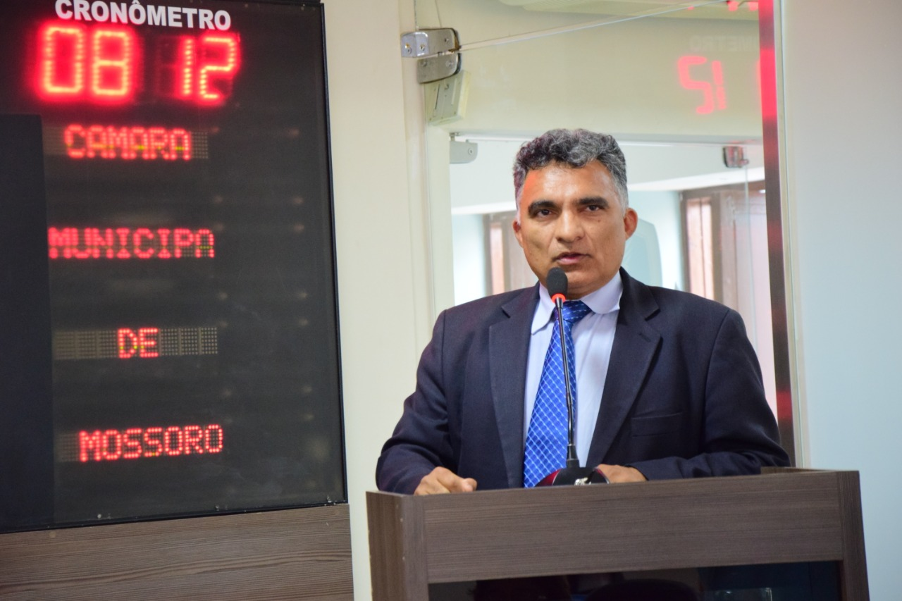 Francisco Carlos celebra reajuste na educação de Mossoró