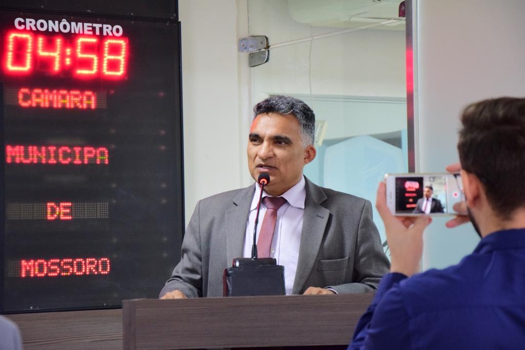 Francisco Carlos repudia fala que rede municipal 'deseduca'
