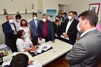 Governadora anuncia a vereadores retomada de cirurgias