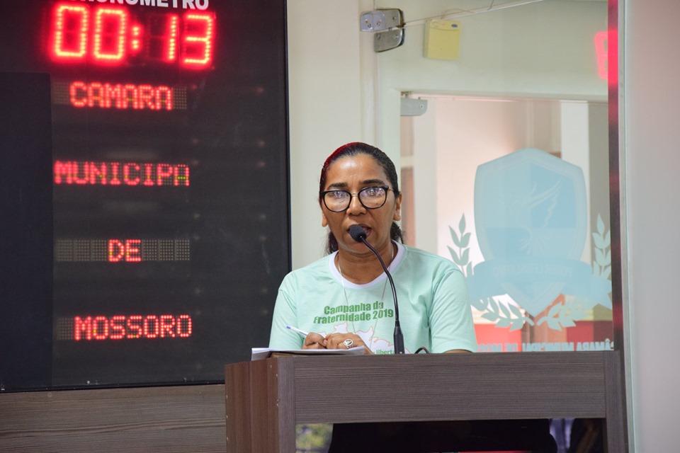 Integrantes de comunidades missionárias entregam carta proposta à Câmara