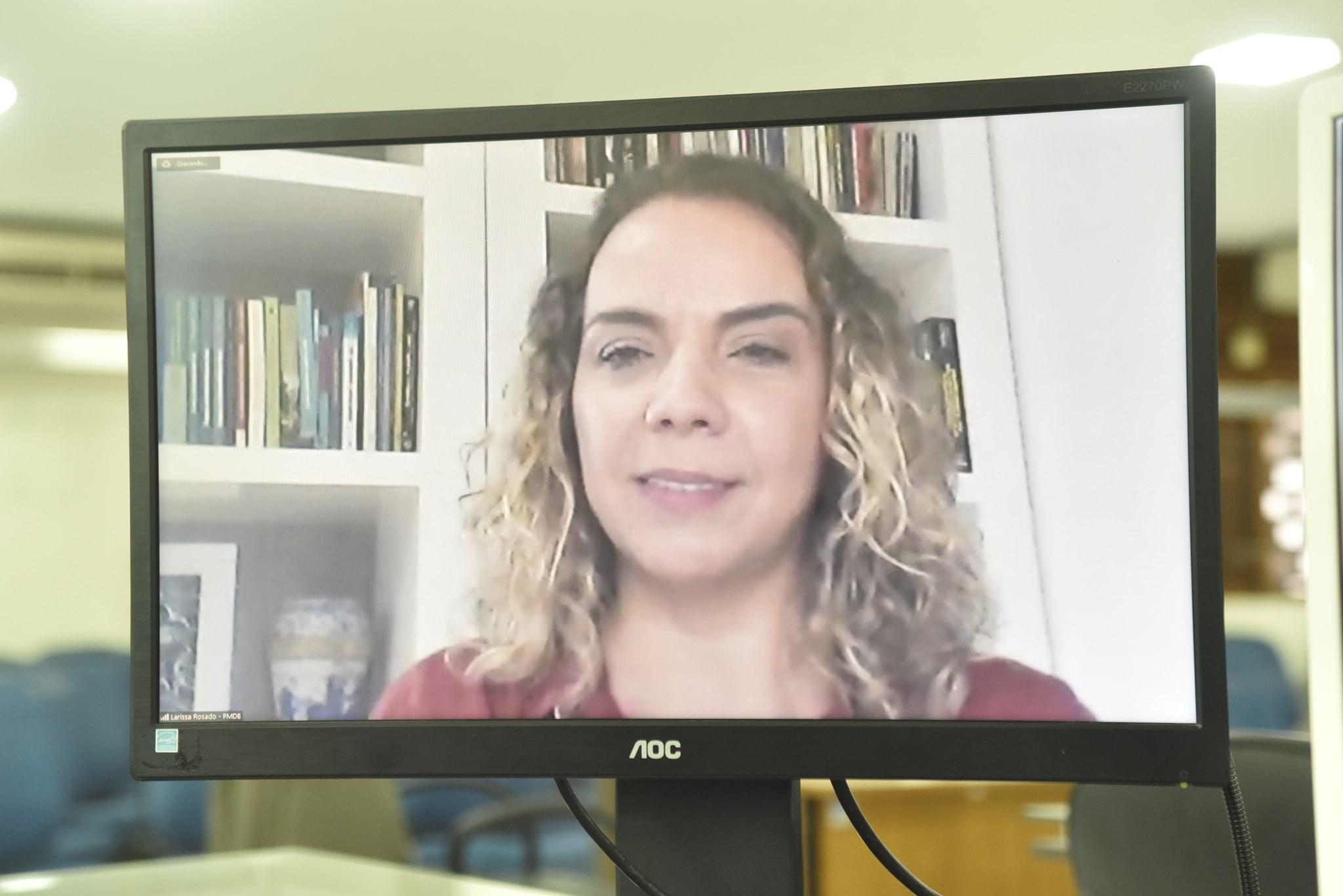 Larissa Rosado defende inclusão de renais crônicos para receber a vacina