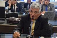 Manoel Bezerra denuncia insegurança em escola pública
