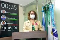 Outubro Rosa: Larissa cobra melhorias para saúde da mulher