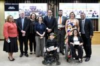 Petras recebe homenagem por trabalho de inclusão de pessoas com deficiência