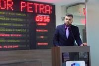 Vereador Petras cobra da Prefeitura promessa de recuperação de quadra